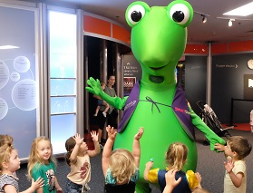 Izzy and toddlers at Scitech